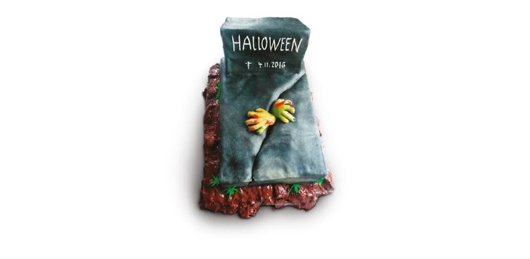 <b>Anlass:</b> Halloween, 2016. Marzipan auf Berner Schokoladentorte.